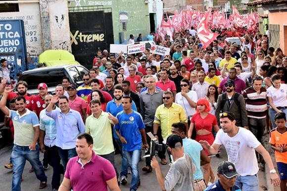 Caminhada mostra popularidade do prefeito Edivaldo Holanda Júnior no bairro da Areinha