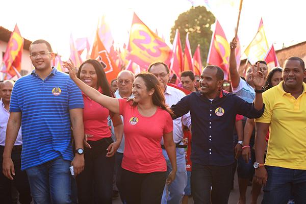 Candidata  Eliziane Gama é recebida com grande festa no São Bernardo