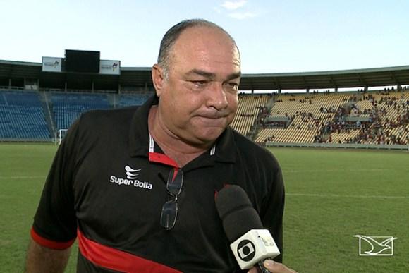 Técnico Ruy Scarpino admite fragilidade e critica vaias da torcida ao time após vitória