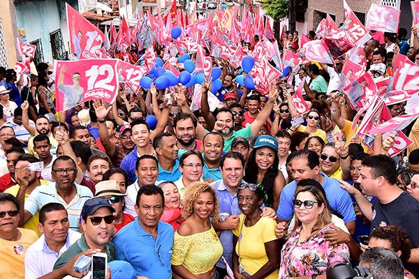 Ruas da Liberdade ficam tomadas por multidão para caminhar com Edivaldo