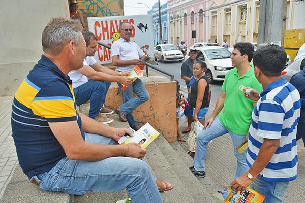Eduardo Braide recebe apoio da população em ruas comerciais do Centro de São Luis