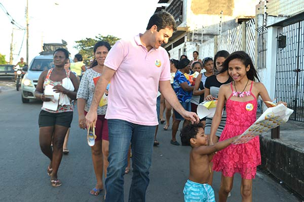 candidato a prefeito de São Luís, Eduardo Braide (PMN), foi recebido com festa pelos moradores da Vila Isabel