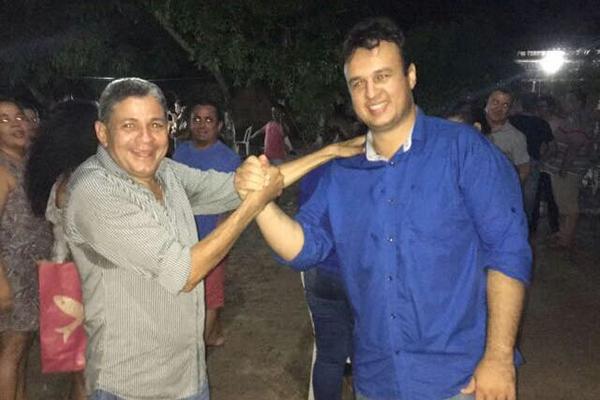 Candidato a vice Tomé com o candidato a prefeito Armandinho Galvão que lidera em Mirador