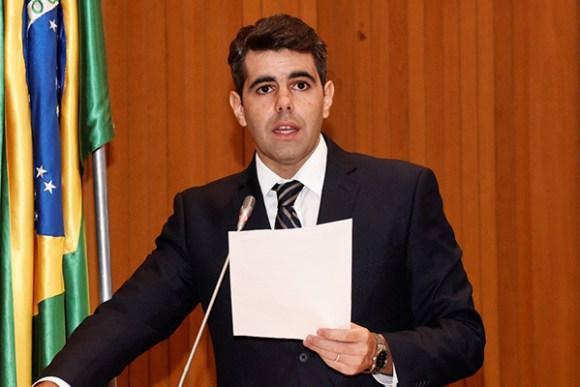 Adriano recebeu apoio de outros parlamentares como Edilázio Júnior (PV), César Pires (PEN), Sousa Neto (PROS) e Max Barros (PRB).