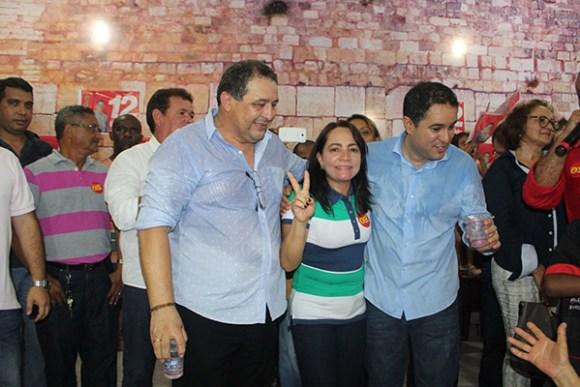 Ec-deputado Jota Pinto, vereadora eleita Conceita Pinto e o prefeito Edivaldo Holanda Júnior