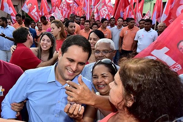 Edivaldo destaca infraestrutura durante caminhada no São Bernardo