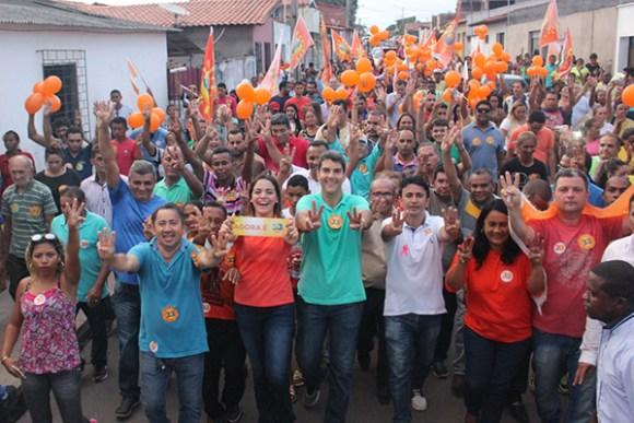 Eduardo Braide se reúne com comunidade e faz grande caminhada no São Cristóvão