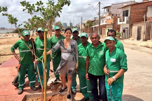 Primeira-dama Camila Holanda acompanhou o plantio de mudas de ipês na Lagoa da Jansen