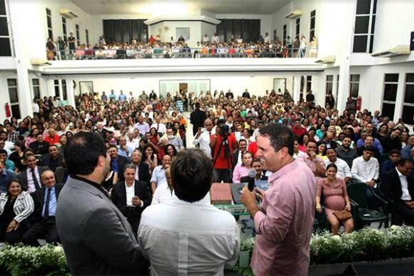 Prefeito edivaldo Holanda Júnior aproveitou culto para agradecer a sua eleição em São Luís