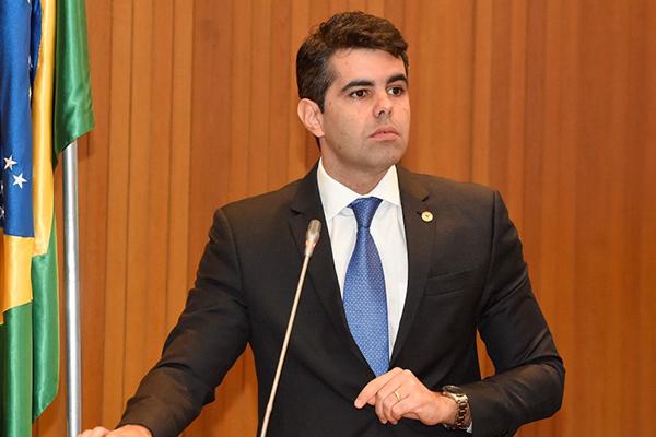 Aumento de imposto é o presente de Natal de Flávio Dino, alerta Adriano Sarney