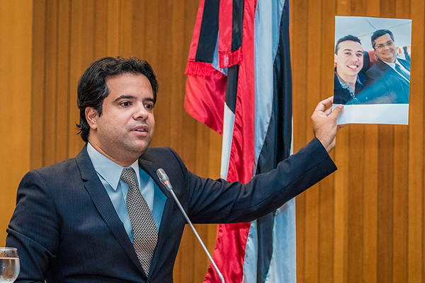 """Pacote de maldades"", diz Edilázio sobre aumento de imposto aprovado na AL"