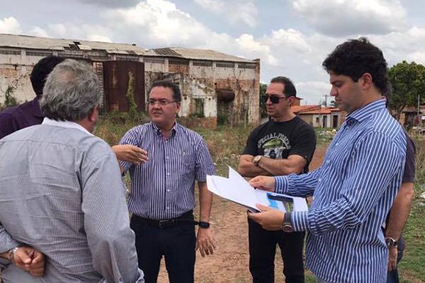 Senador Roberto Rocha e o prefeito Francisco Nagib visitam local onde será construído novo mercado