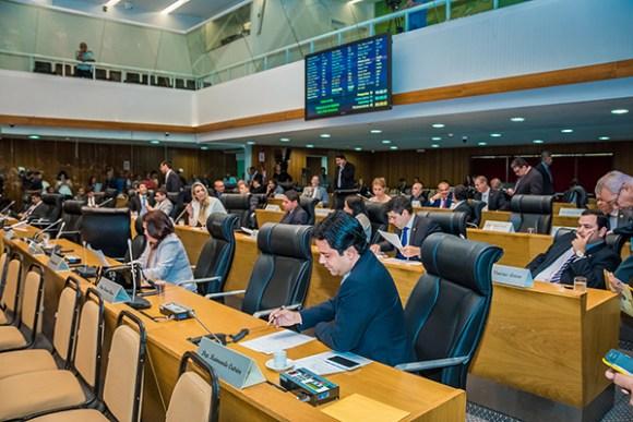 Por 26 votos a favor e 8 contra, a Assembeia aprovou o aumento de ICMS proposto pelo governo