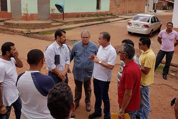 Prefeito Luis Fernando visita ruas e planeja obras para a Região das Vilas