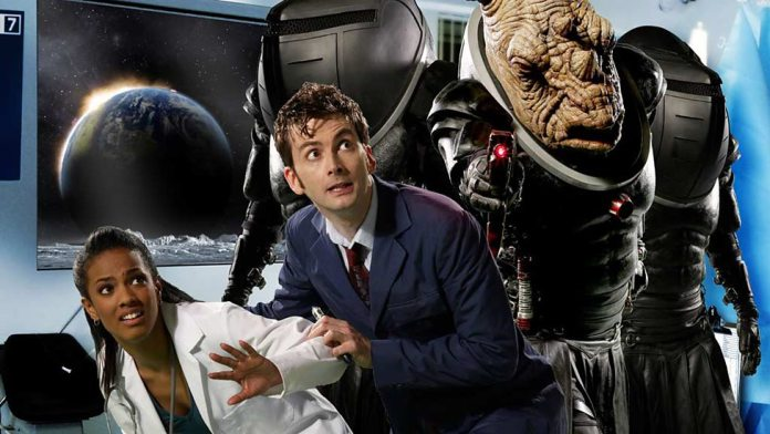 The Tenth Doctor (David Tennant), Martha Jones (Freema Agyema) and The Jadoon - Doctor Who - Smith and Jones (c) BBC