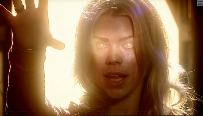 Rose Tyler (Billie Piper) - Doctor Who - The Parting of the Ways (c) BBC