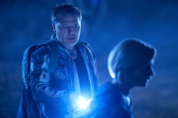 Doctor Who - Series 11 - Ep2 - The Ghost Monument - Epzo (SHAUN DOOLEY), The Doctor (JODIE WHITTAKER) - (C) BBC / BBC Studios - Photographer: Coco Van Opens