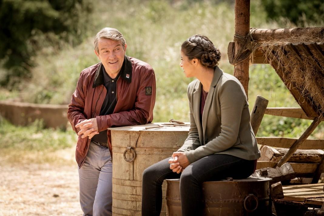Doctor Who Series 11 - Ep 6 - Demons in the Punjab - Graham (BRADLEY WALSH), Yaz (MANDIP GILL) - (c) BBC Studios