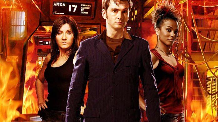 Series 3, Episode 7: 42. Kath McDonnell (Michelle Collins), The Doctor (David Tennant) and Martha Jones (Freema Agyeman) (c) BBC Studios