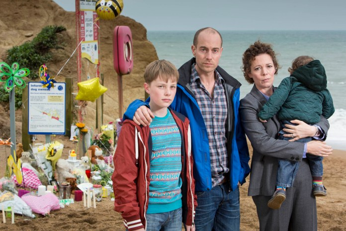 Broadchurch - ADAM WILSON as Tom Miller, MATTHEW GRAVELLE as Joe Miller and OLIVIA COLMAN as Ellie Miller - (c) Kudos
