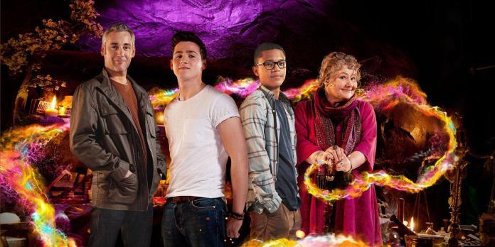 Michael Clarke (MICHAEL HIGGS), Tom Clarke (SCOTT HARAN), Benny Sherwood (PERCELLE ASCOTT), Ursula (ANNETTE BADLAND) - in Wizards vs Aliens (C) BBC Studios - Photographer: Steve Brown