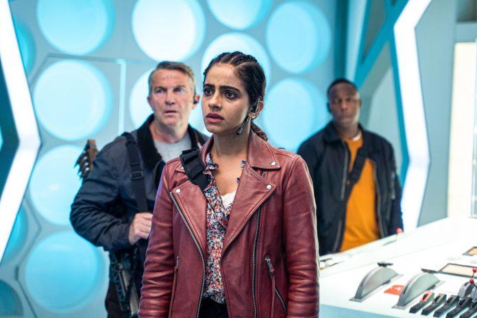 Graham (BRADLEY WALSH), Yaz (MANDIP GILL), Ryan (TOSIN COLE) - (C) BBC - Photographer: James Pardon Doctor Who Series 12 Timeless Children Fam