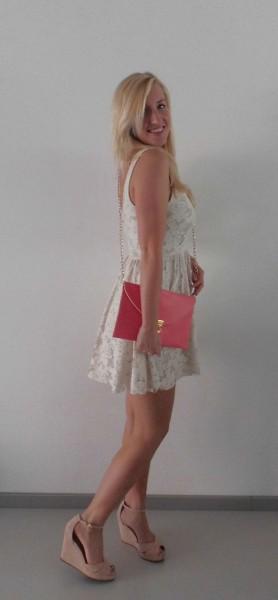 OOTD-Kanten-jurkje-met-roze-clutch-1