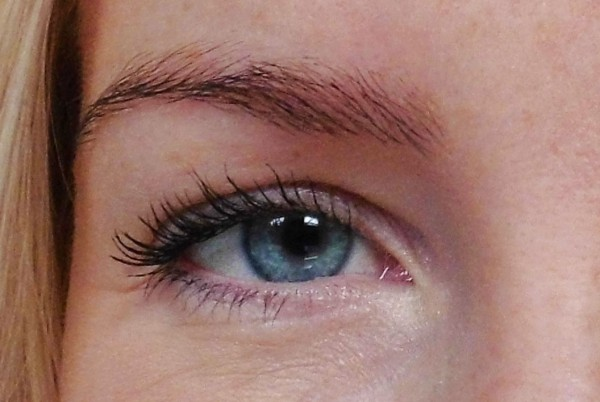 Max-factor-clump-defy-mascara-review-1