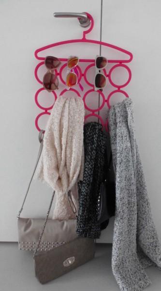 DIY-sieraden-opberger-en-tips-kleerhanger-kledinghangers-kettingen-sjaals-tassen-blokker