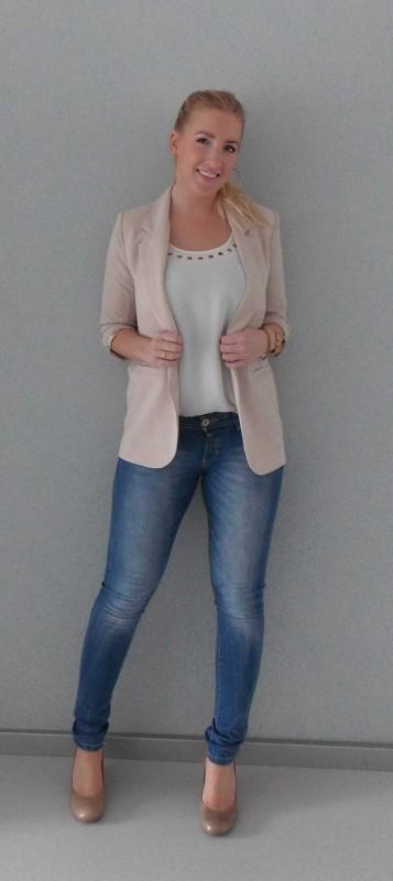 OOTD-outfit-oversized-beige-blazer-Forever-21-shirt-Vero-Moda-jeans-Bershka-en-sleehak-pumps-Invito-2