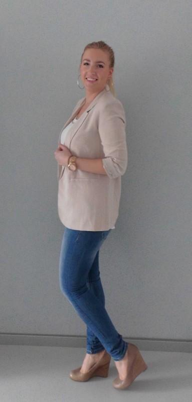 OOTD-outfit-oversized-beige-blazer-Forever-21-shirt-Vero-Moda-jeans-Bershka-en-sleehak-pumps-Invito-3