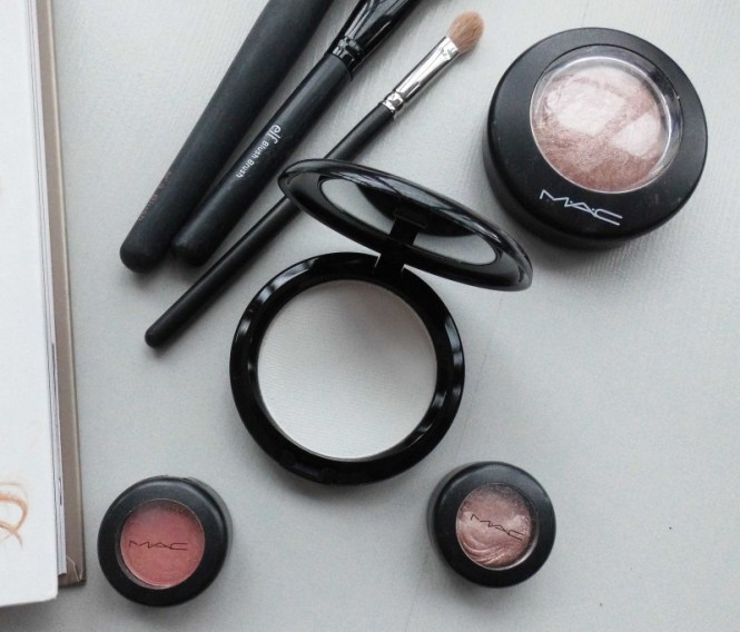 MAC-Prep-Prime-Transparent-finishing-powder-pressed-review-3