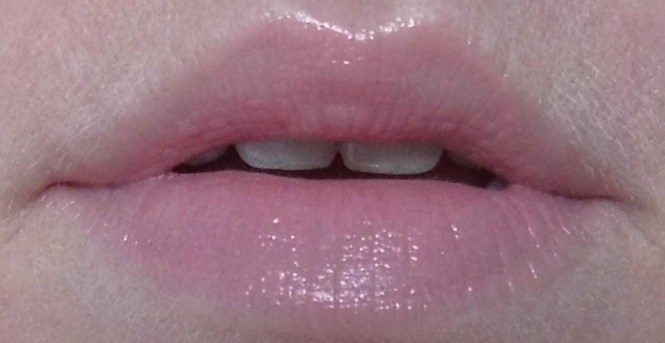 Catrice-Nude-Purism-limited-edition-collectie-review-lippenstift-lipstick-c02-silky-rose-4
