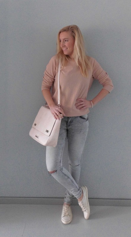 OOTD-outfit-one-bag-two-styles-expresso-tas-bikkel-trui-sweater-jeans-bershka-casual-gympen-2