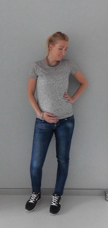 OOTD-outfit-zwanger-casual-positiekleding-zwangerschap-fashion-grijs-shirt-spijkerbroek-nikes-3