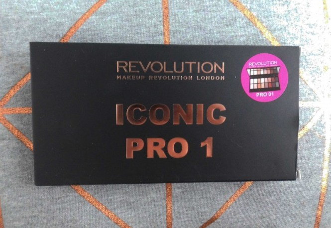 Review-Makeup-Revolution-Iconic-Pro-1-Palette-budget-swatch-1