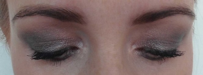 Review-Urban-Decay-Naked-Smoky-palette-swatches-look-15