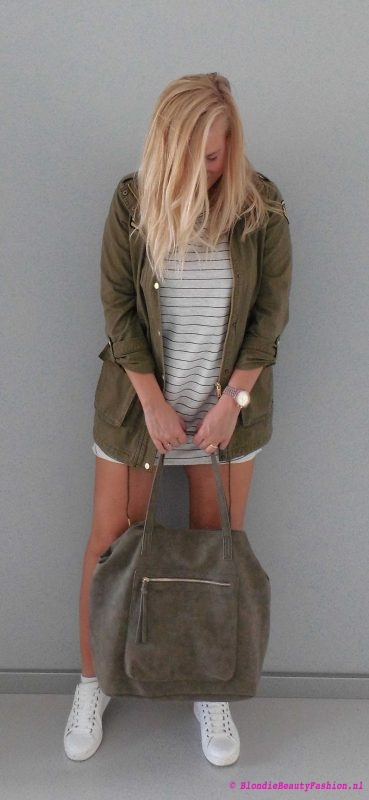 outfit-ootd-pull-bear-sweater-dress-stradivarius-white-witte-sneakers-bag-green-groen-army-jack-6