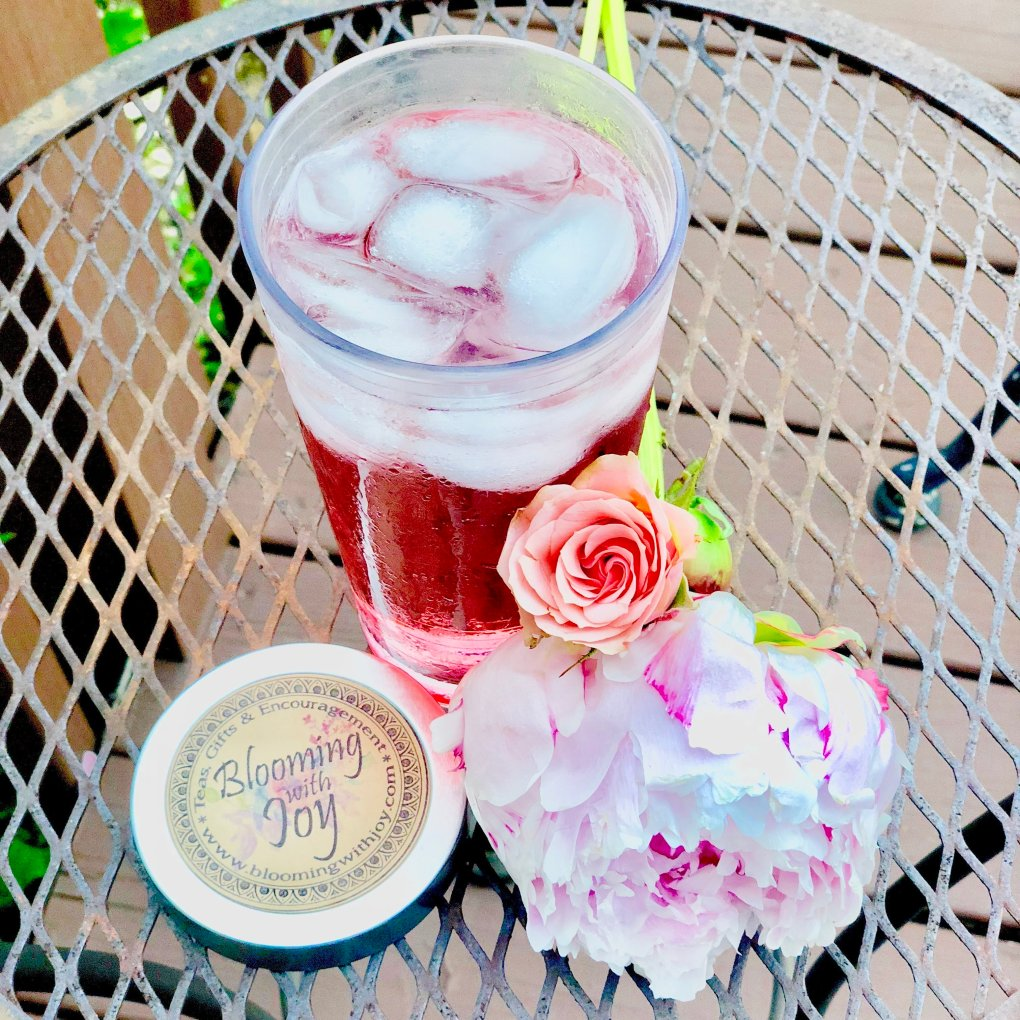 iced tea picnic at long row lavender
