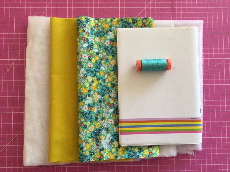 Materiel couture protège cahier