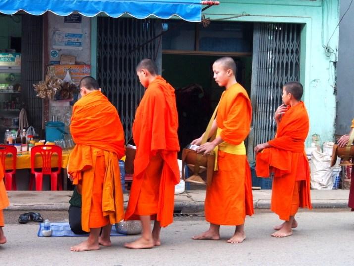 les moines au laos