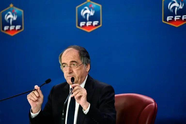 La fédération française de football suspend ses compétitions
