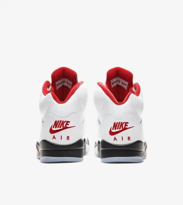 La Air Jordan 5 « Fire Red » fait son grand retour en cette année 2020 ! Un colorway OG qui va sûrement plaire aux fans de sneakers.