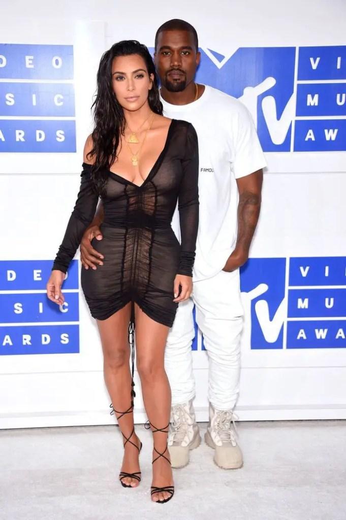 Kim Kardashian demande officiellement le divorce de Kanye West