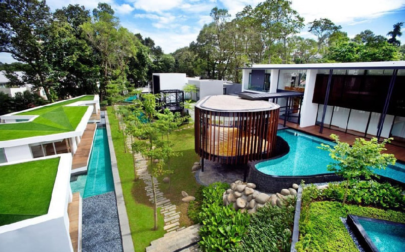 Luxury House With Layered Garden