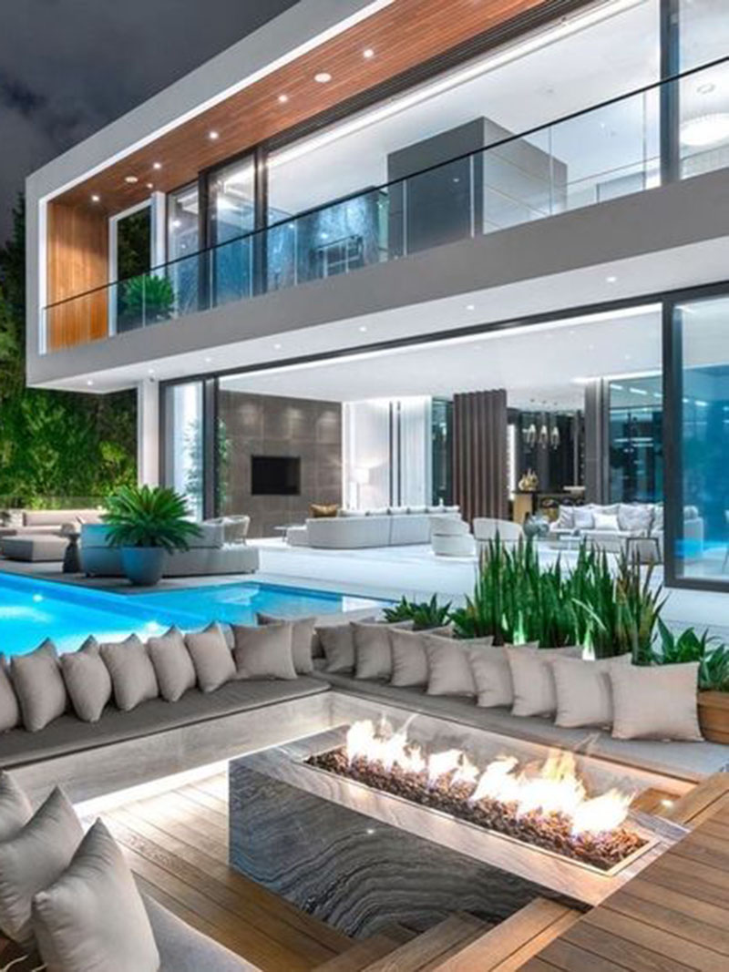 Pool Side Luxurious Fire Pit