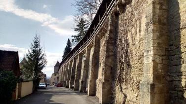 Historische Stadtmauer mit Wehrgang auf 4 KM Länge