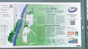 Am Stellplatz wird Disc-Golf gespielt