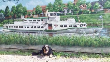 Gemälde auf einer Hauswand am Hafen