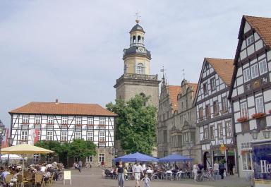 Blick auf den Marktplatz mit der St.-Nikolai-Kirche